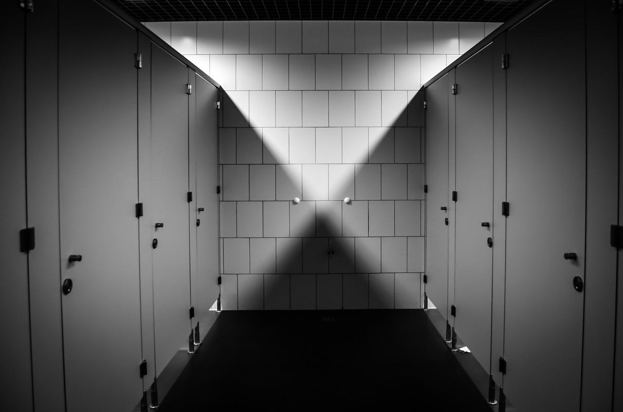 kabiny sanitarne do placowek oswiatowych